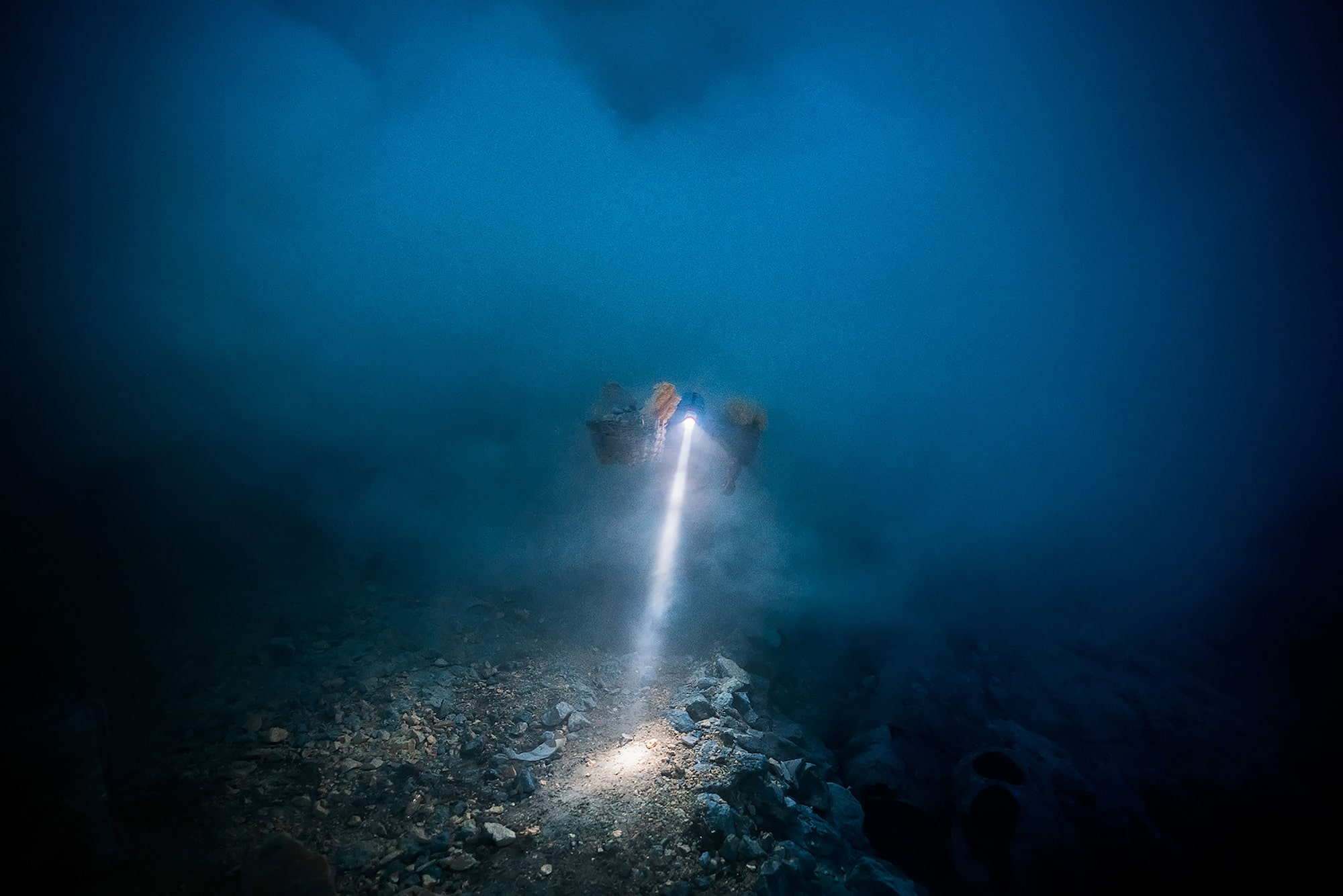 andrea frazzetta sony alpha 7RII miners head torch shines through the smoky atmosphere in a sulfur mine