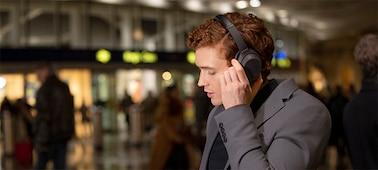 WH-1000XM4 headphones with voice assistant