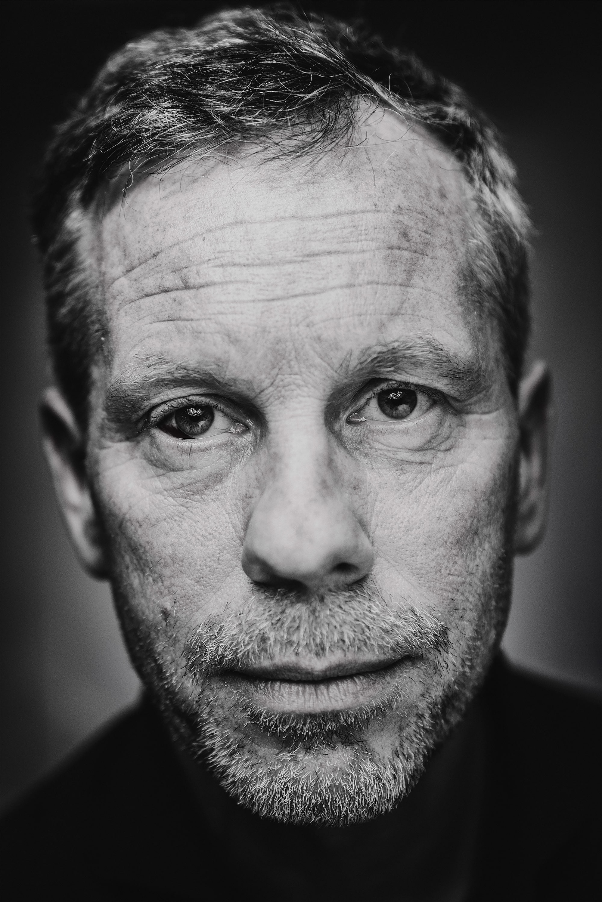 brendan de clercq sony alpha 7RM3 portrait of an unshaven man wearing a black rollneck jumper