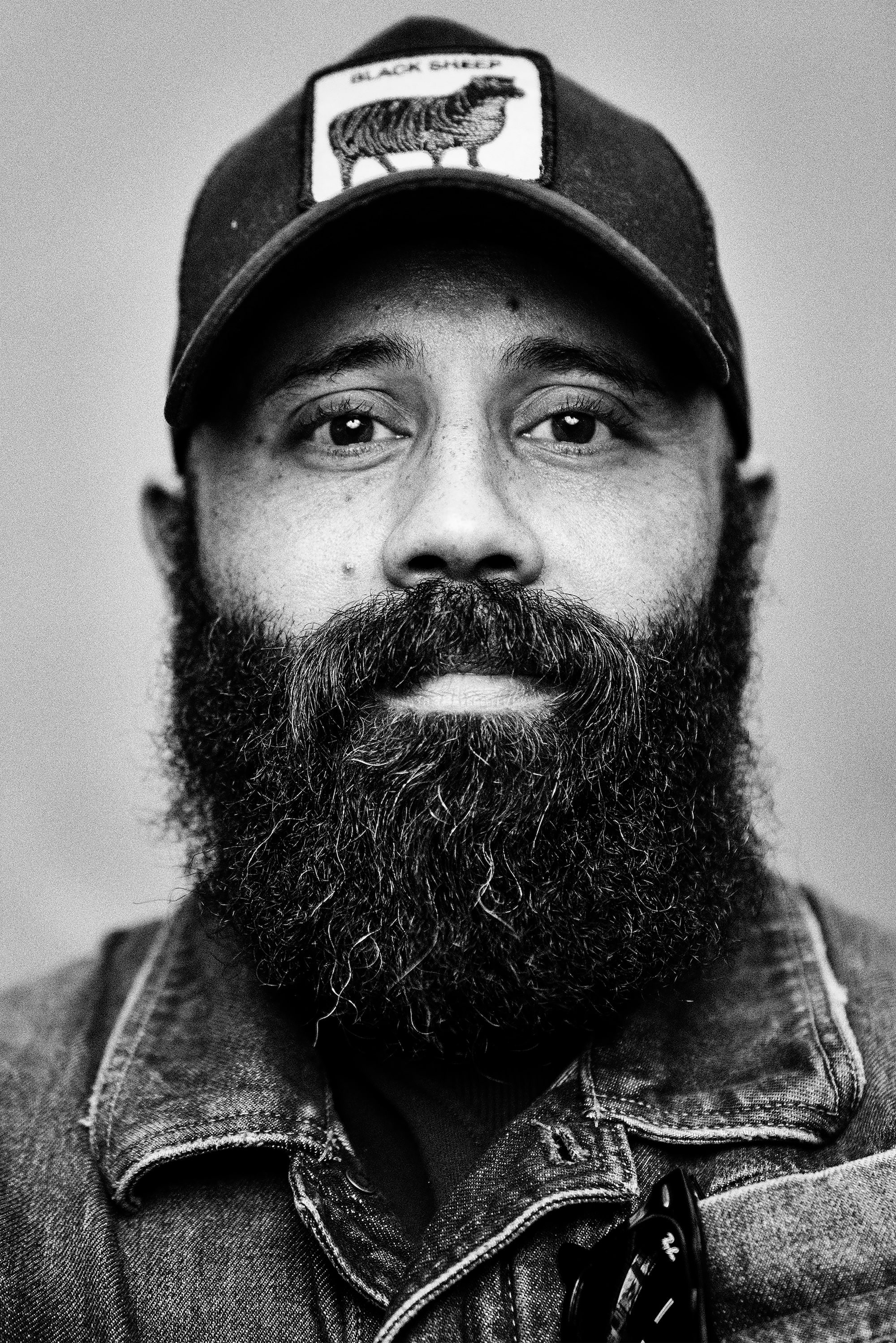 brendan de clercq sony alpha 7RM3 portrait of a man with a full beard wearing a baseball cap