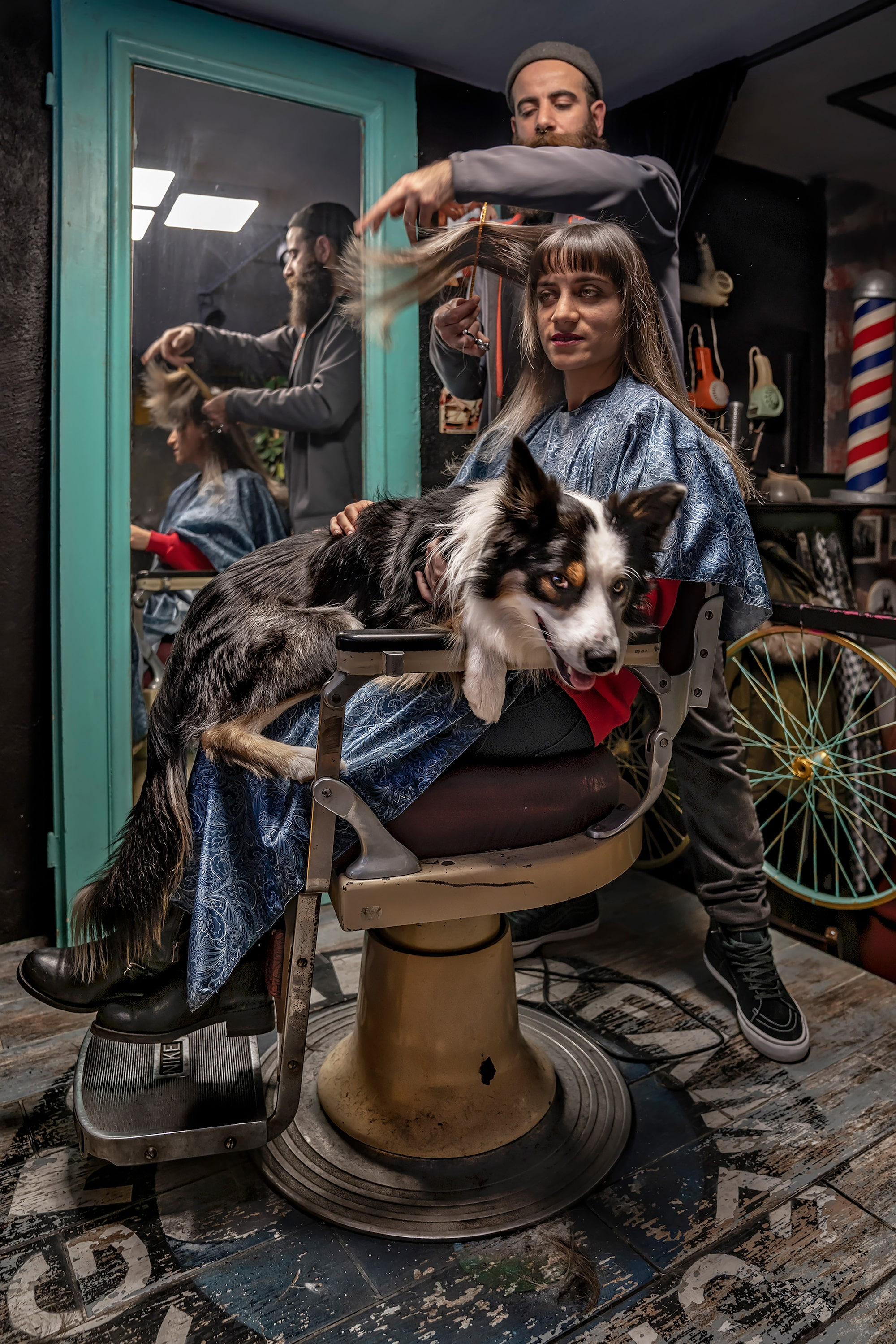 murat pulat sony alpha 7RII lady sitting in a barbers chair getting her hair cut with a large dog on her lap