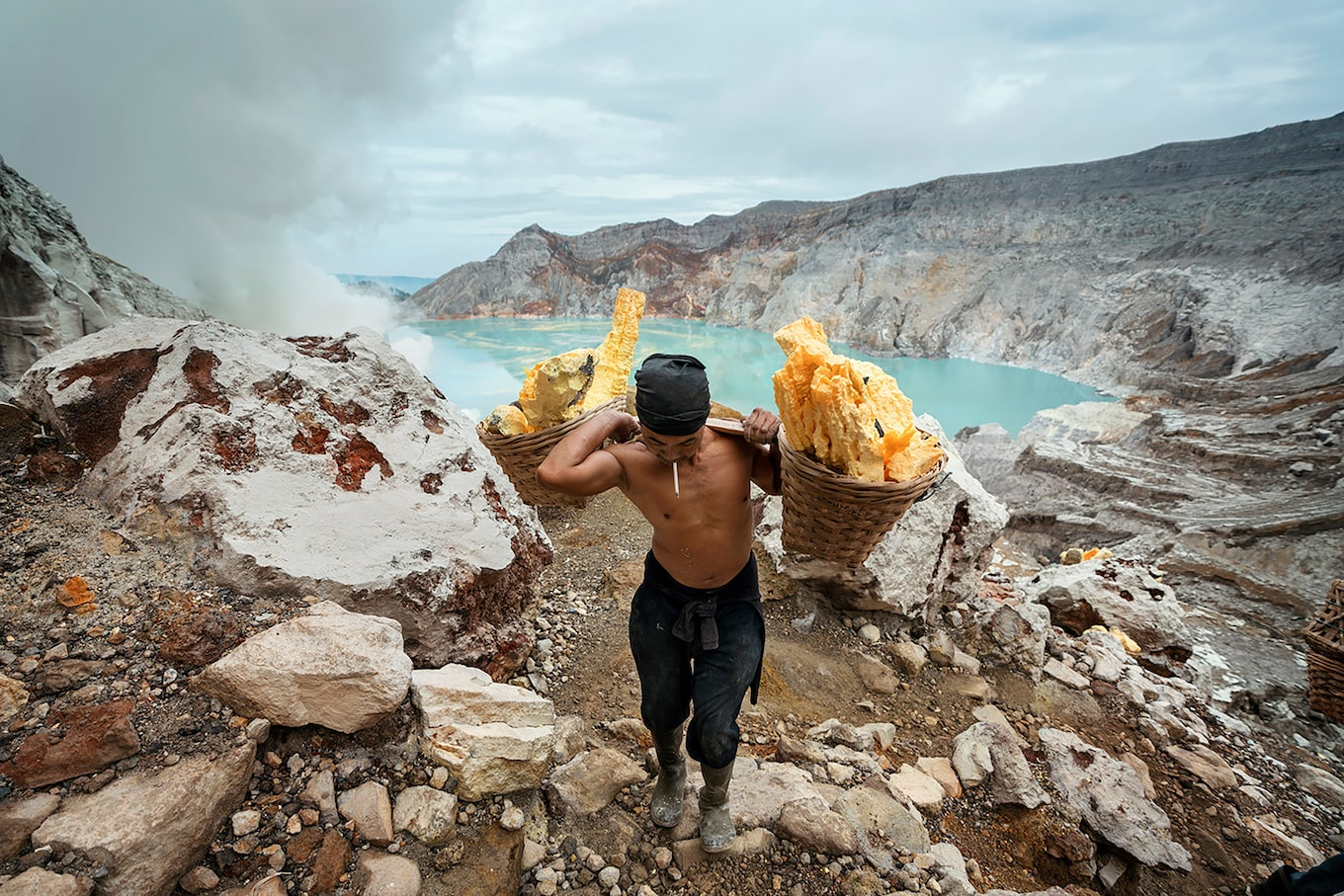 andrea-frazzetta-sony-alpha-7RII-man-carrying-baskets-of-volcanic-rock-up-a-mountain