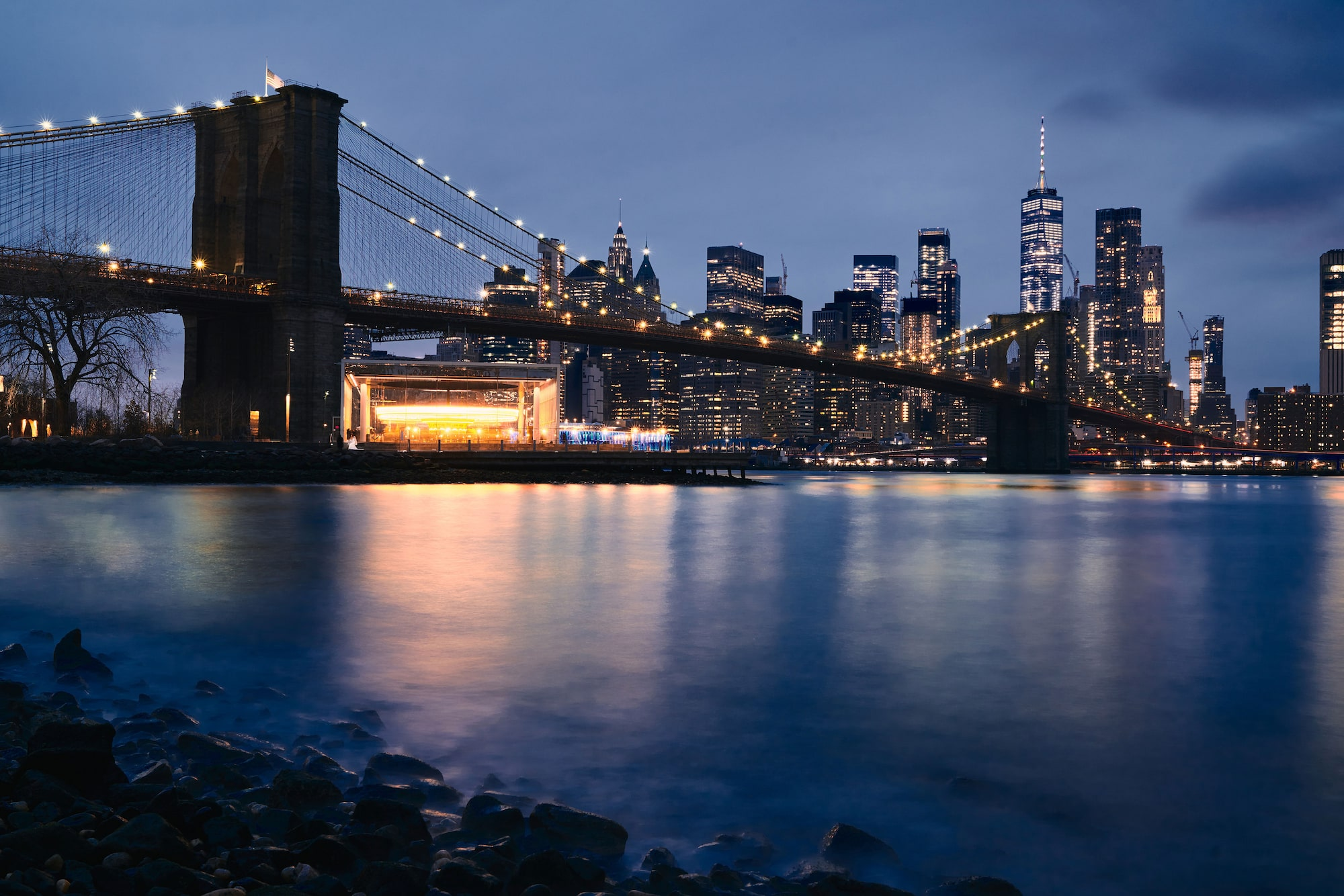Ron Timehin sony alpha 7RM3 nightime looking across to mahattan with the brooklyn bridge visible
