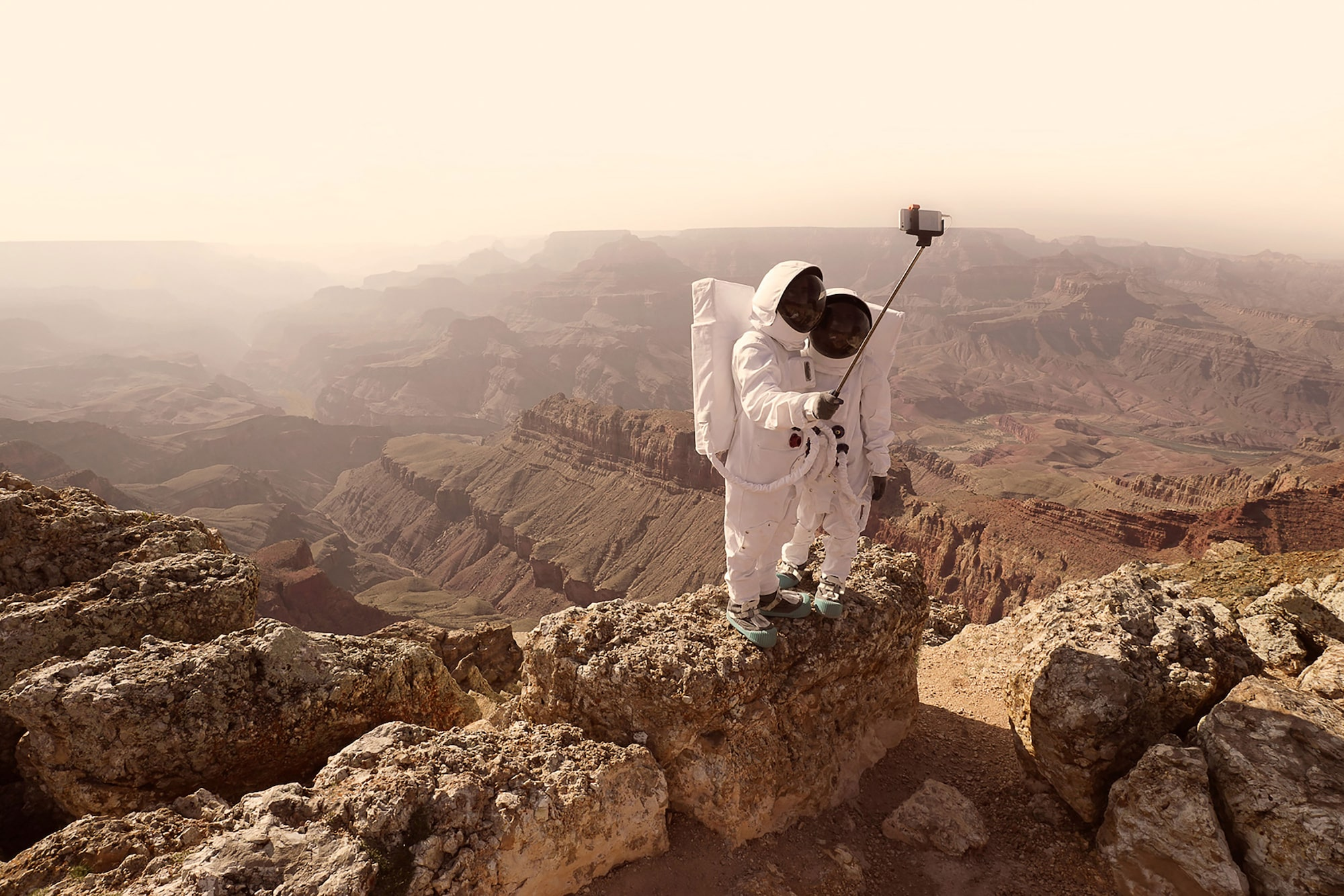 julien mauve sony alpha 7R two spaceman taking a selfie with martian landscape behind