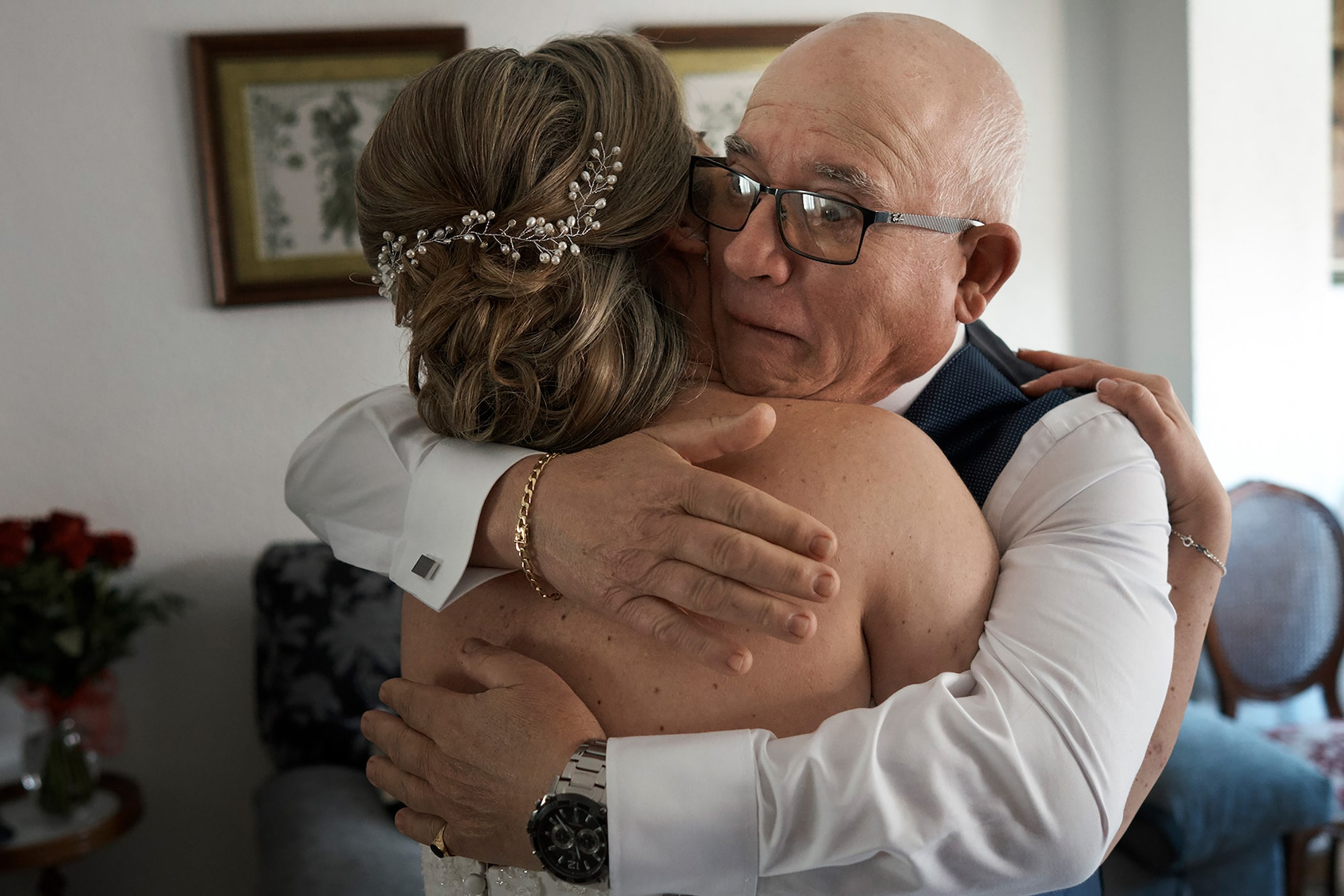jorge miguel jaime baez sony alpha 7RIII bride and her father embracing before the ceremony
