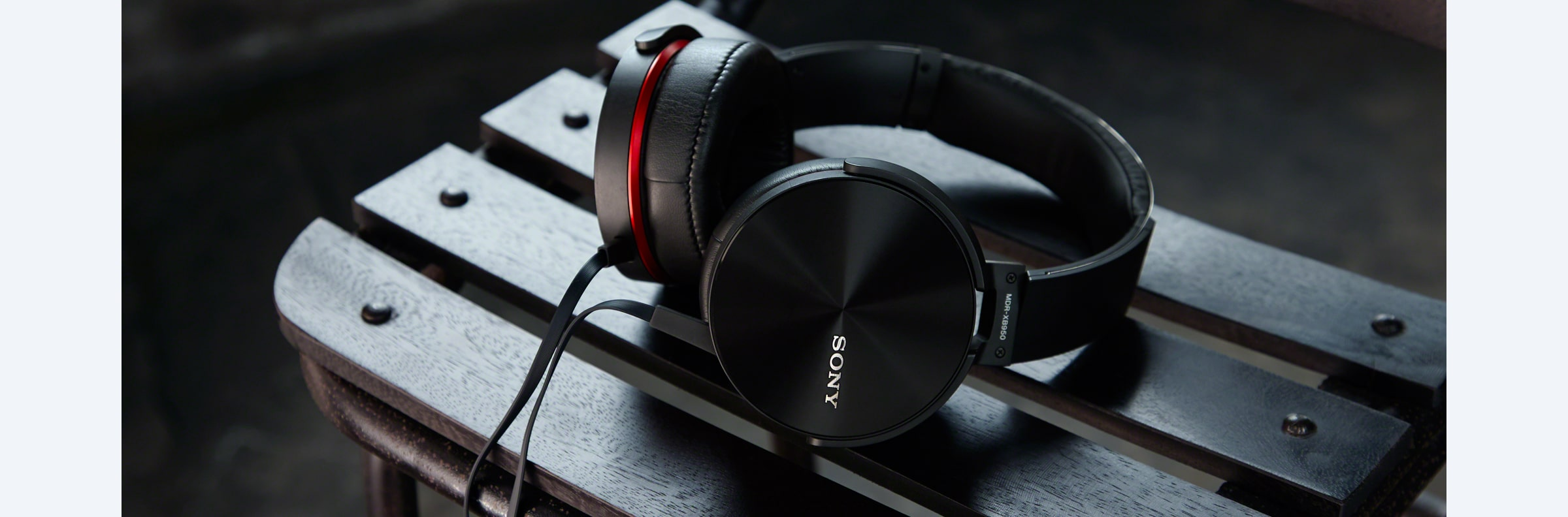MDR-XB950AP EXTRA BASS™ Headphones in action